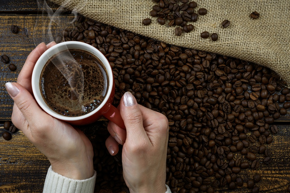¿Ayuda el consumo diario de café a reducir el riesgo de contraer COVID-19?