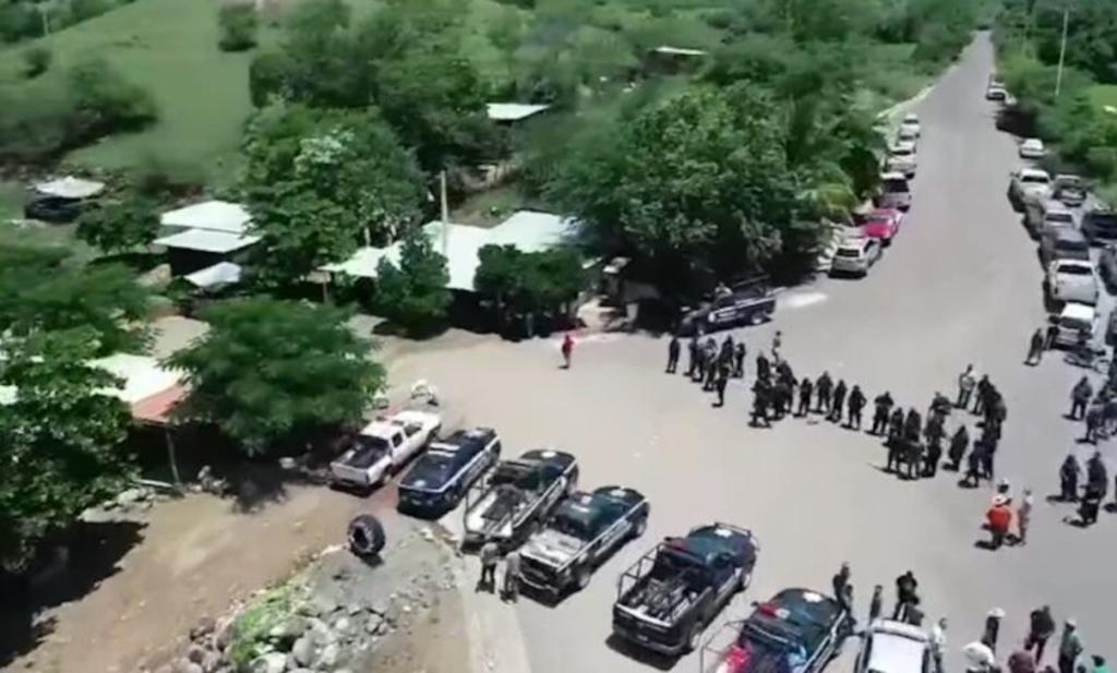 Rescatan al líder de autodefensas en tercer día de enfrentamientos en Michoacán