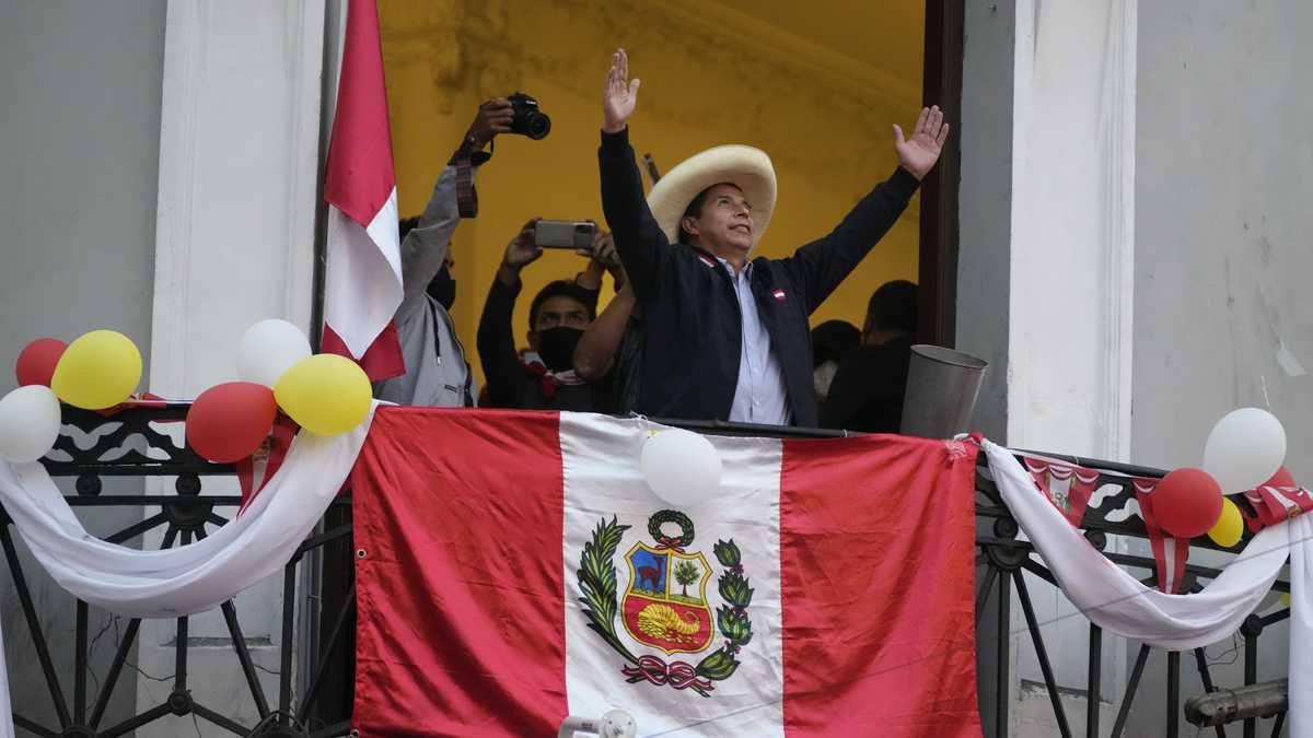 Perú: ¿Enfrenta Pedro Castillo un golpe de Estado sin aún haber asumido la Presidencia?