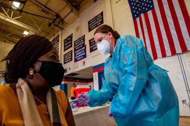 EE.UU. evalúa obligar a toda la población a vacunarse contra el coronavirus