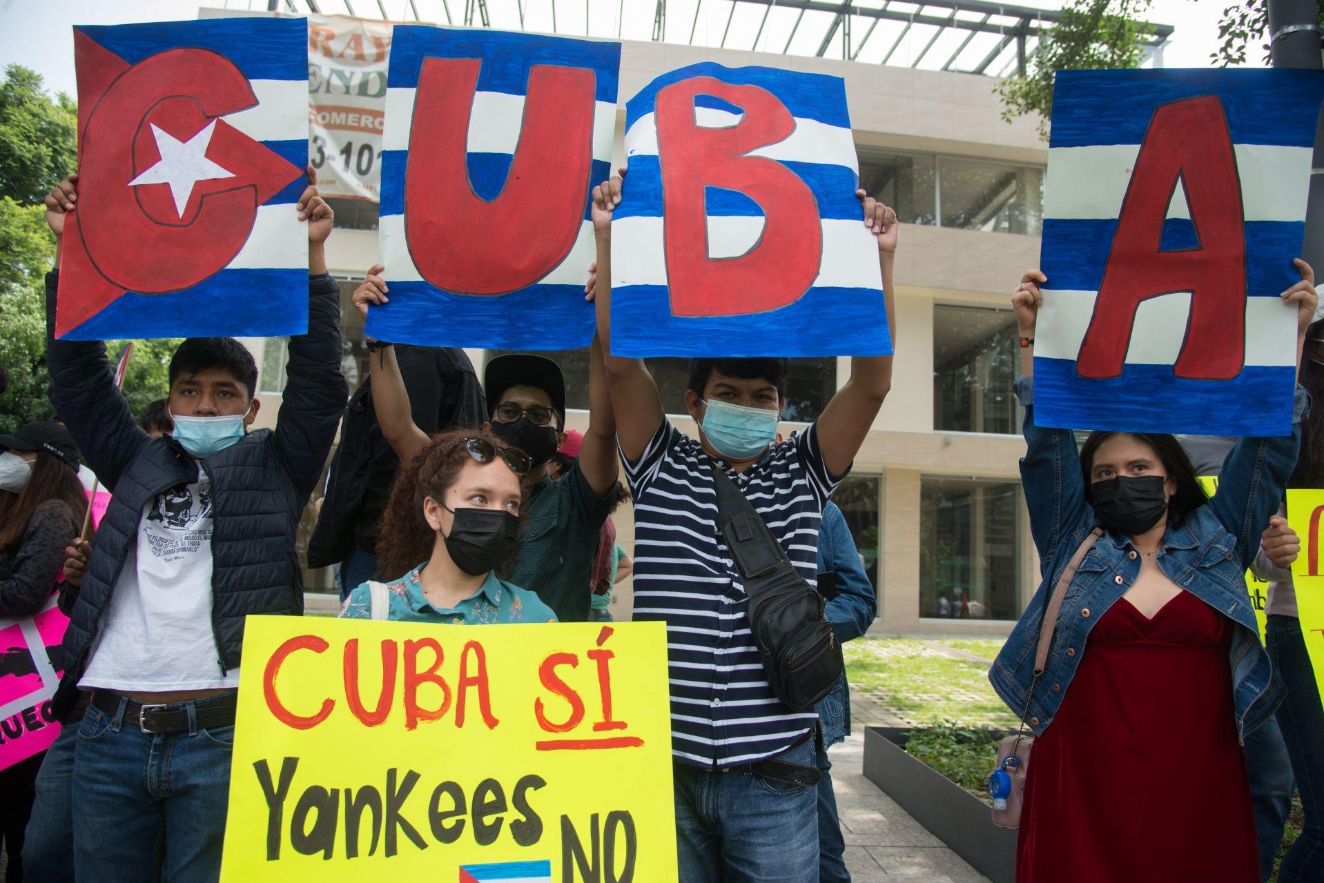 México enviará dos buques con medicinas y alimentos para apoyar a Cuba