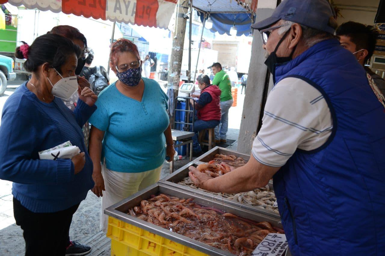 Hogares en México perciben 18 mil pesos mensuales; al menos dos trabajan: Inegi