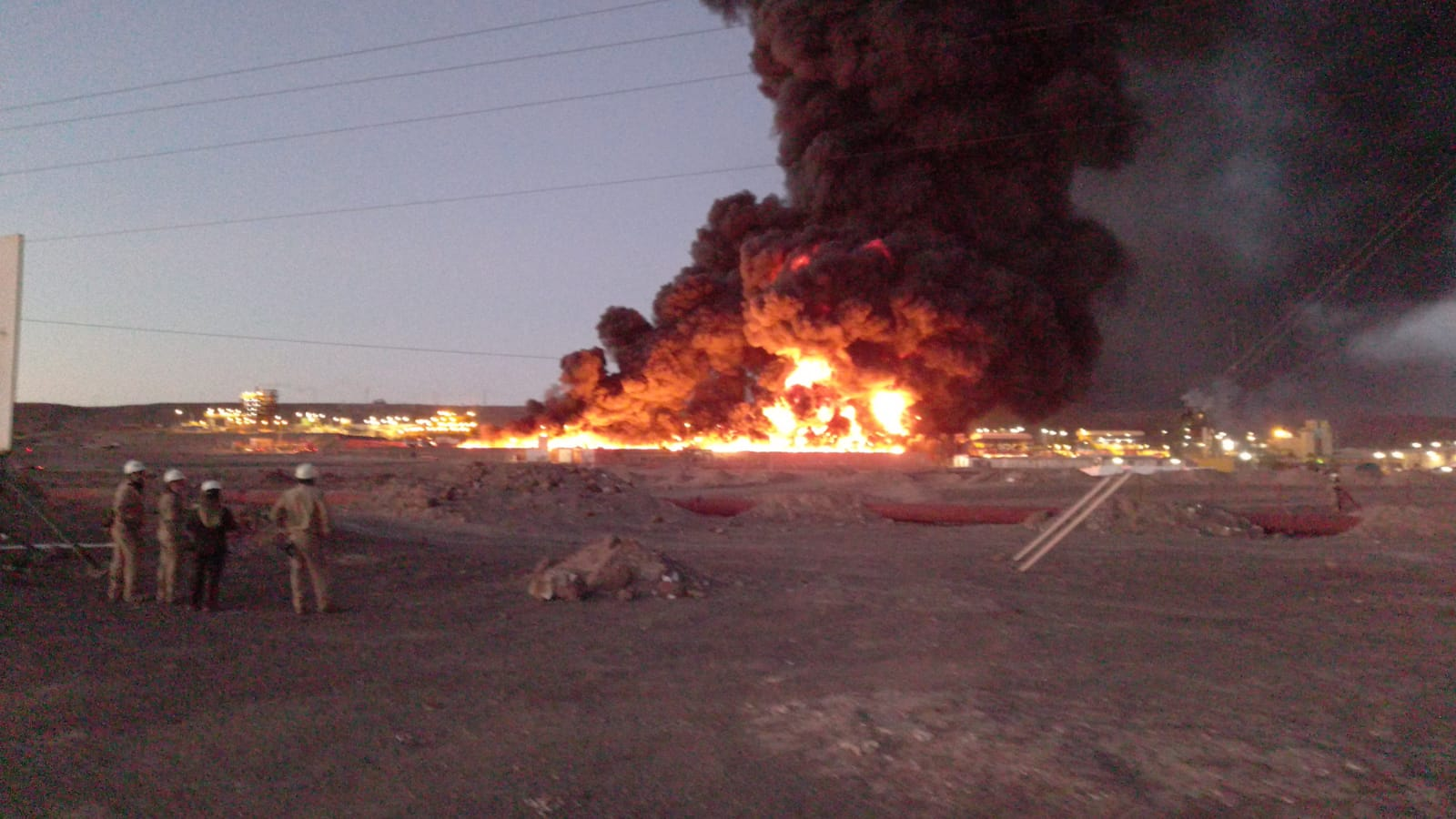 (Video) Incendio de grandes proporciones se registró en planta de SQM en Pozo Almonte