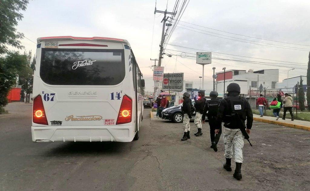 Retén a unidades de transporte público en Puebla