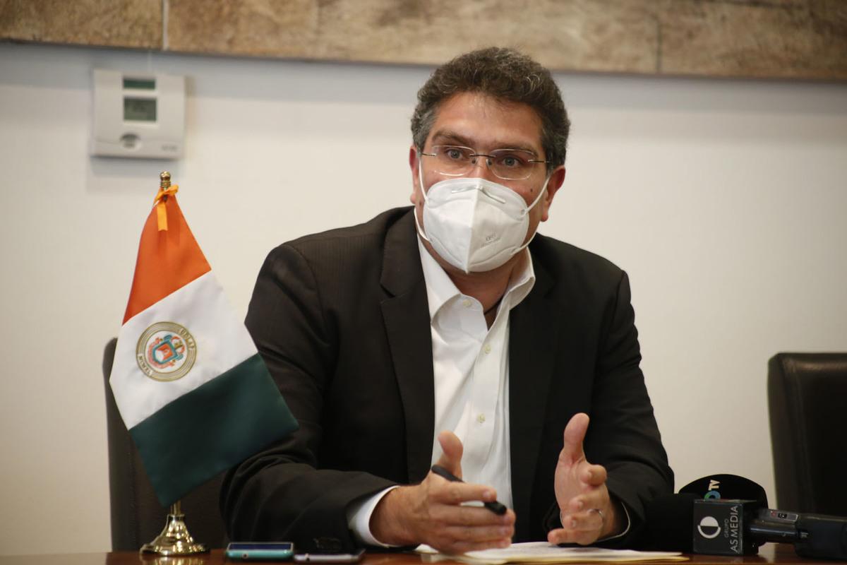 Bancos congelan cuentas de la UDLAP; imposible pagar la nómina, dice Ríos Piter