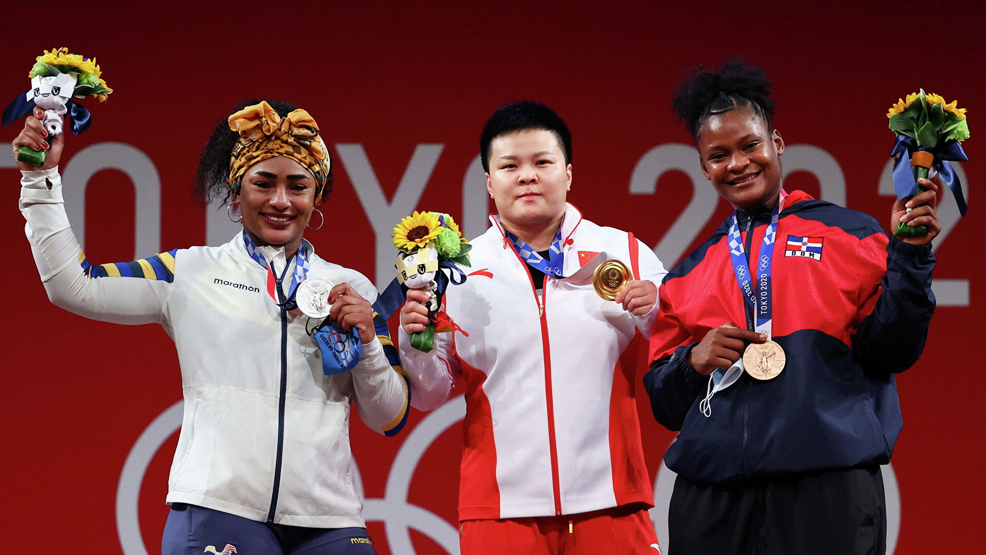 Ecuador gana plata y la República Dominicana bronce olímpicos en halterofilia femenina 87 kg