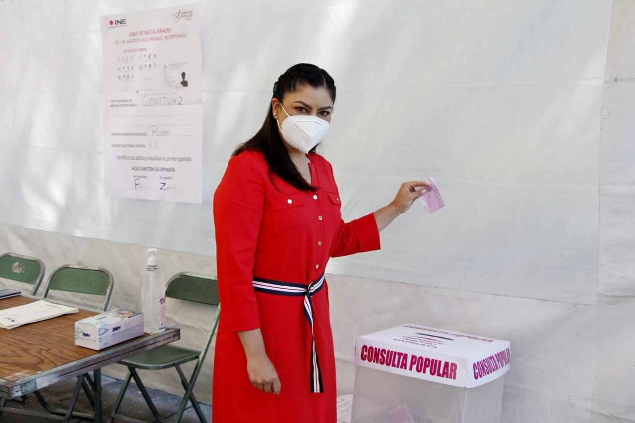 La consulta popular es un ejercicio de democracia: Claudia Rivera, tras emitir su decisión