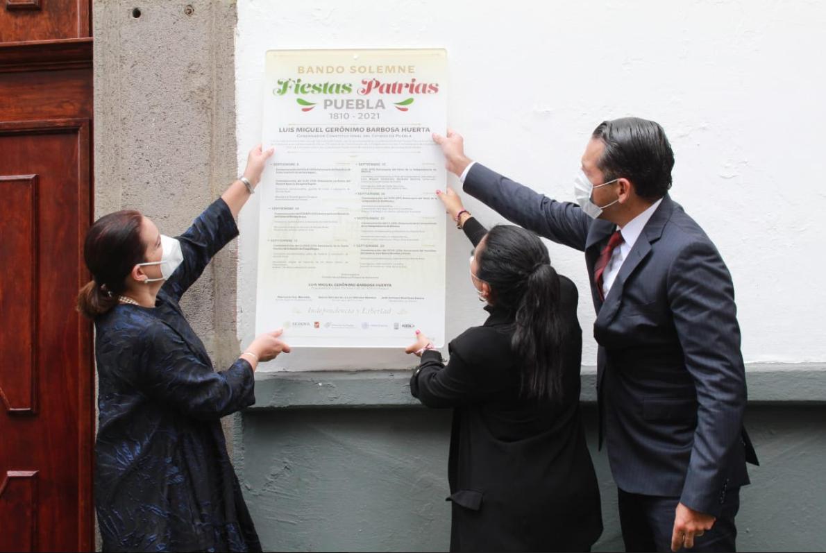 Inician las fiestas patrias: colocan Bando Solemne en el Congreso de Puebla