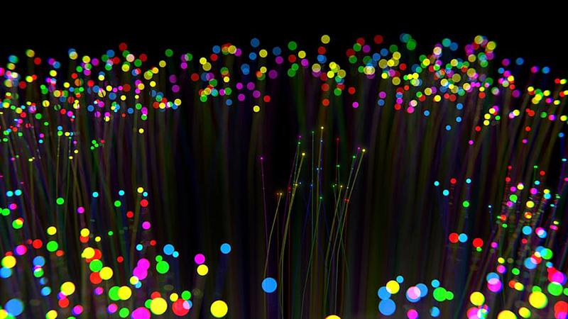 Físicos chilenos crean «átomos ópticos» para mejorar envío de datos por fibra óptica
