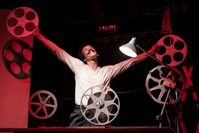 """«Recuerdos de Cine Circo. Liberto, el Proyeccionista"""": Un espectáculo de artes escénicas que invita al público a aventurarse en un nostálgico viaje interior"""