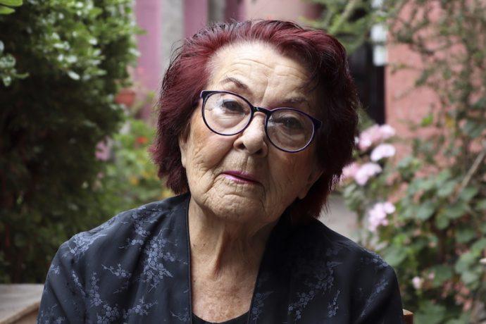 Shenda Román: «Santiago Violenta» y «Y todo el cielo cupo en el ojo de una vaca muerta» gratis en Hall Central de centroartealameda.tv