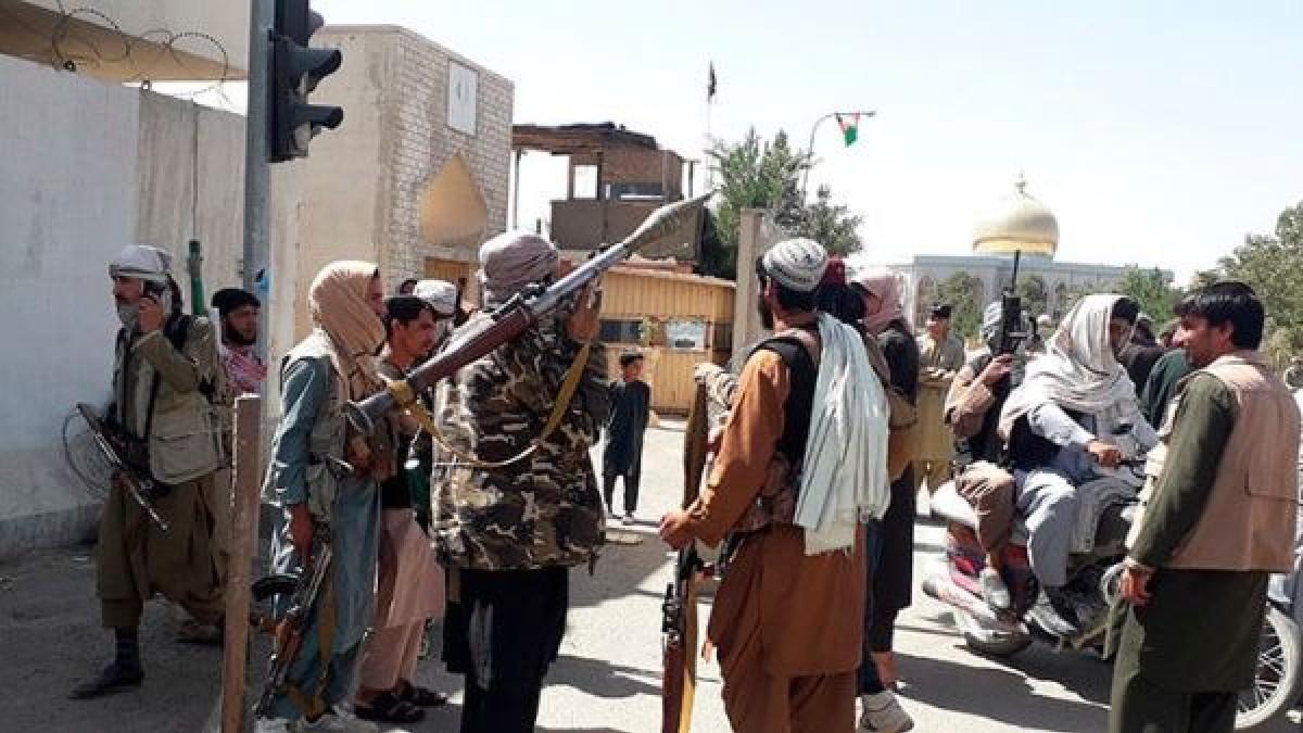 Talibanes proclaman su victoria y anuncian fin del conflicto en Afganistán