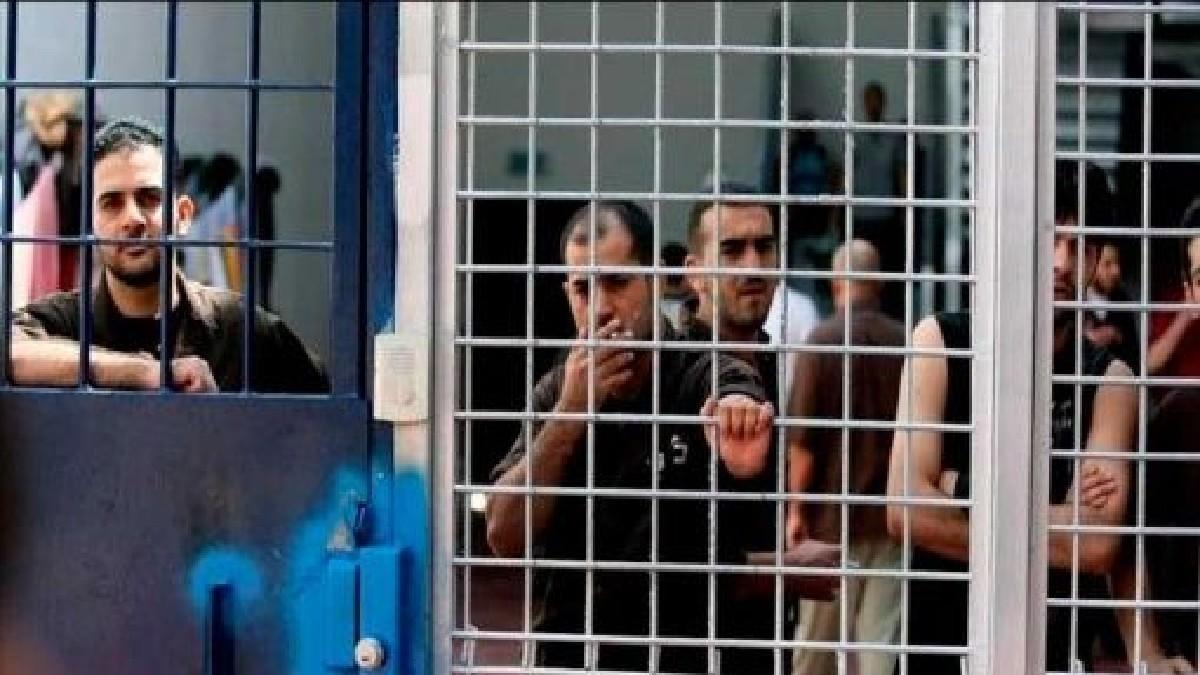 Cientos de reos palestinos inician huelga de hambre en cárceles israelíes