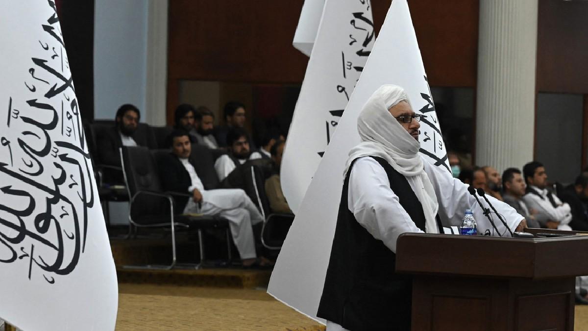 Afganistán: Ministro de Educación talibán asegura que las mujeres podrán asistir a la universidad pero se prohibirán las clases mixtas