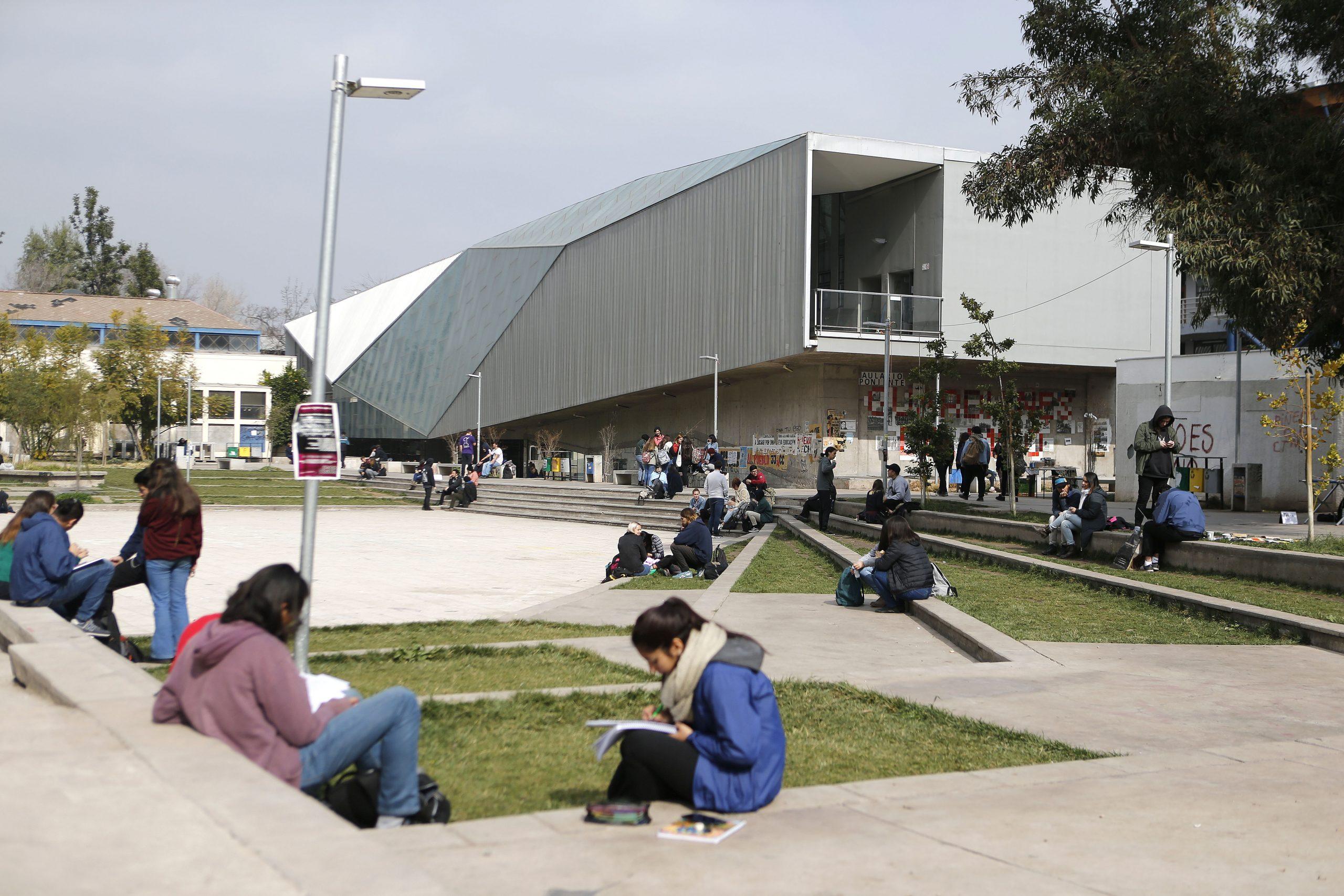 U. de Chile: Más de 1.800 cupos de ingreso especial para proceso de admisión 2022