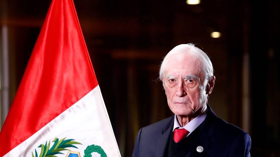 Perú: ¿Qué hay detrás de la renuncia de Héctor Béjar a la cancillería?