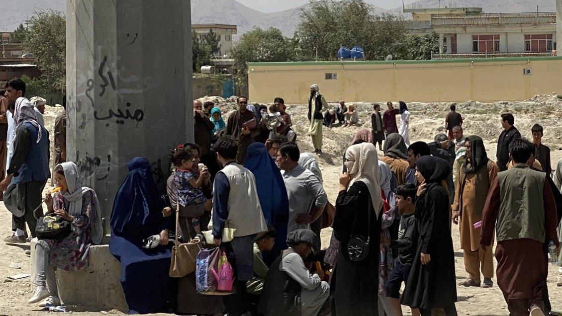 «Acá me van a matar»: Hermana de estudiante afgana de la U. de Chile pide auxilio para salir de Kabul