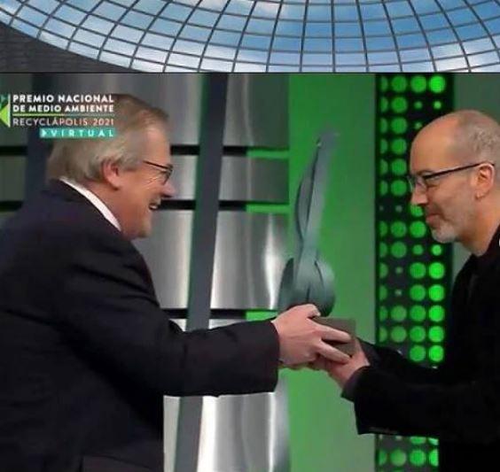 Marcel Solá (creador de escultura del Negro Matapacos) y el proyecto CIAN recibieron Premio Nacional de Medio Ambiente Recyclápolis 2021