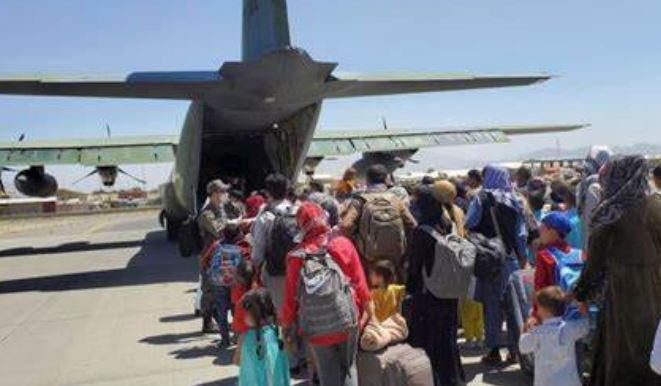 Talibanes solicitan a la comunidad internacional que se reanuden los vuelos a Afganistán