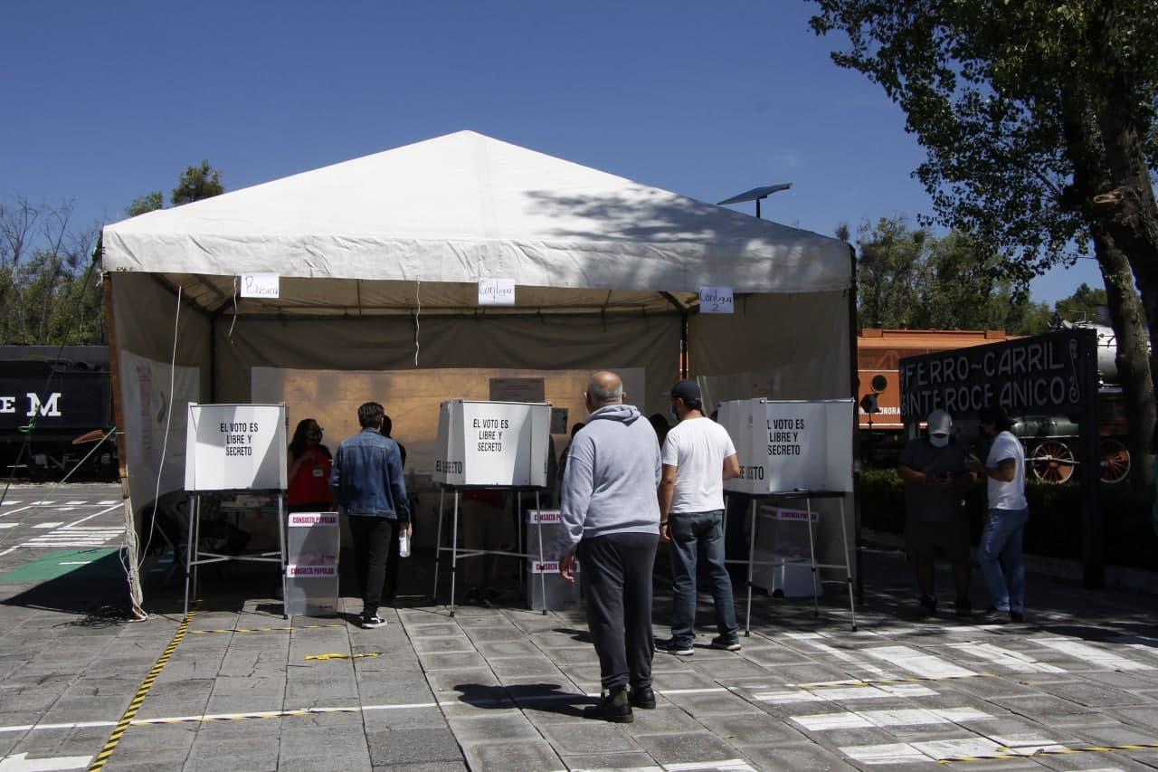 Cierran casillas con voz de 14 mil 700 poblanos en consulta ciudadana