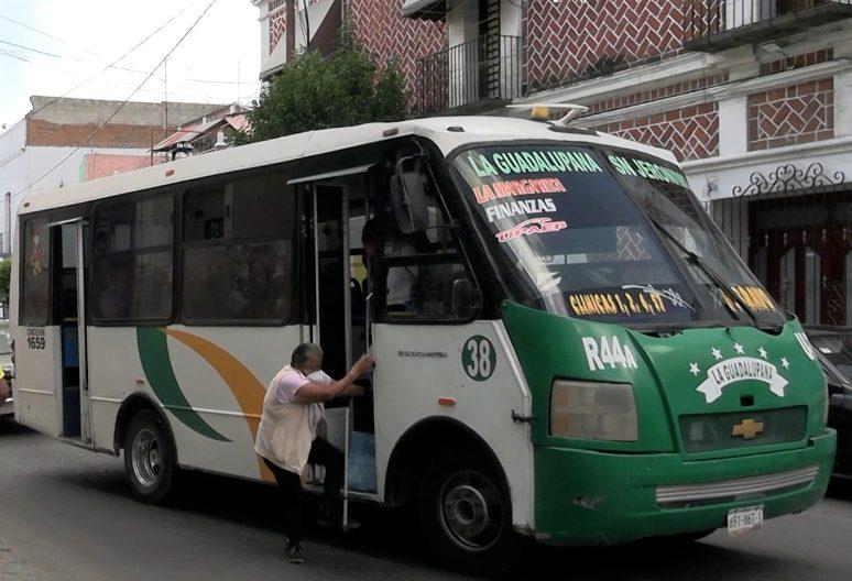 El transporte público ignora el reglamento de tránsito