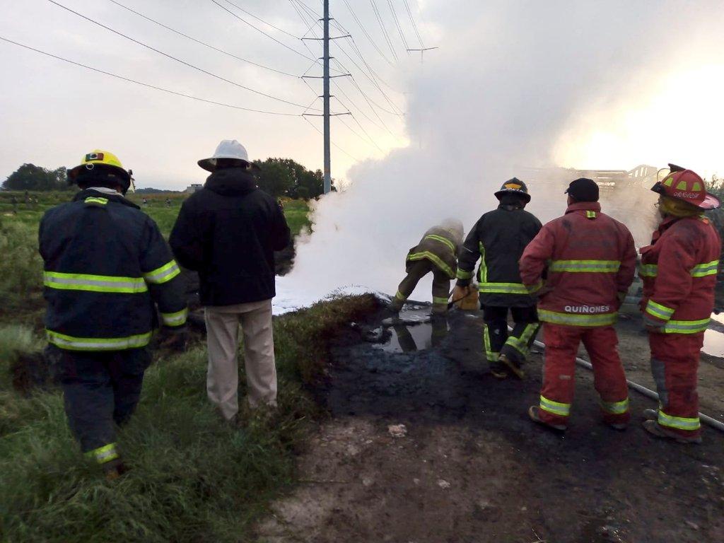 Sofocan incendio en ducto de Pemex en Acolman, Edomex