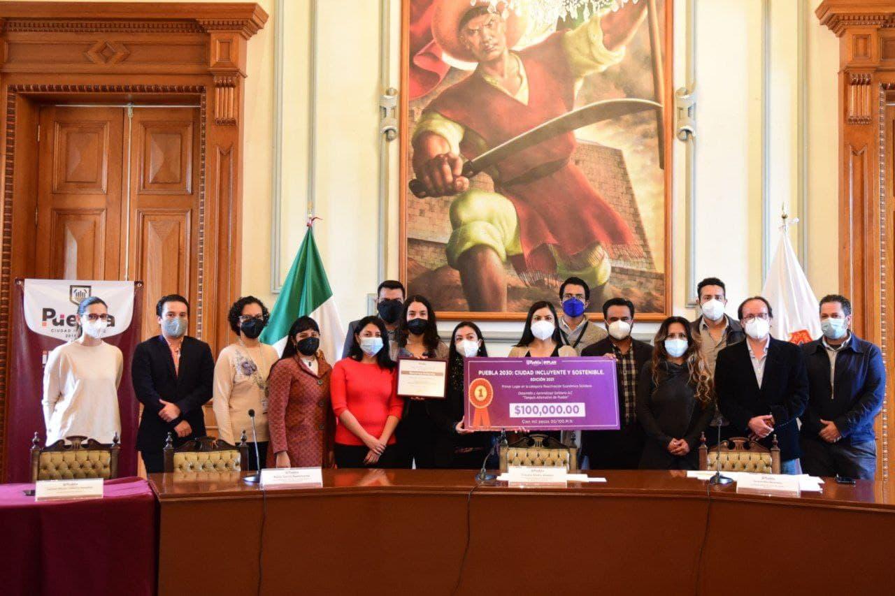 Cabildo premia a ganadores del concurso de políticas públicas