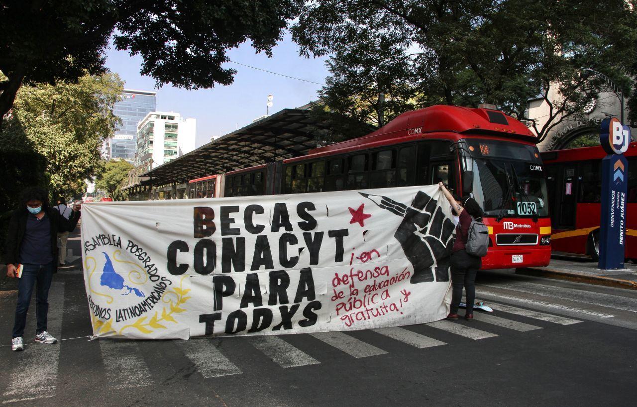 Caciques campean en las universidades mexicanas: AMLO