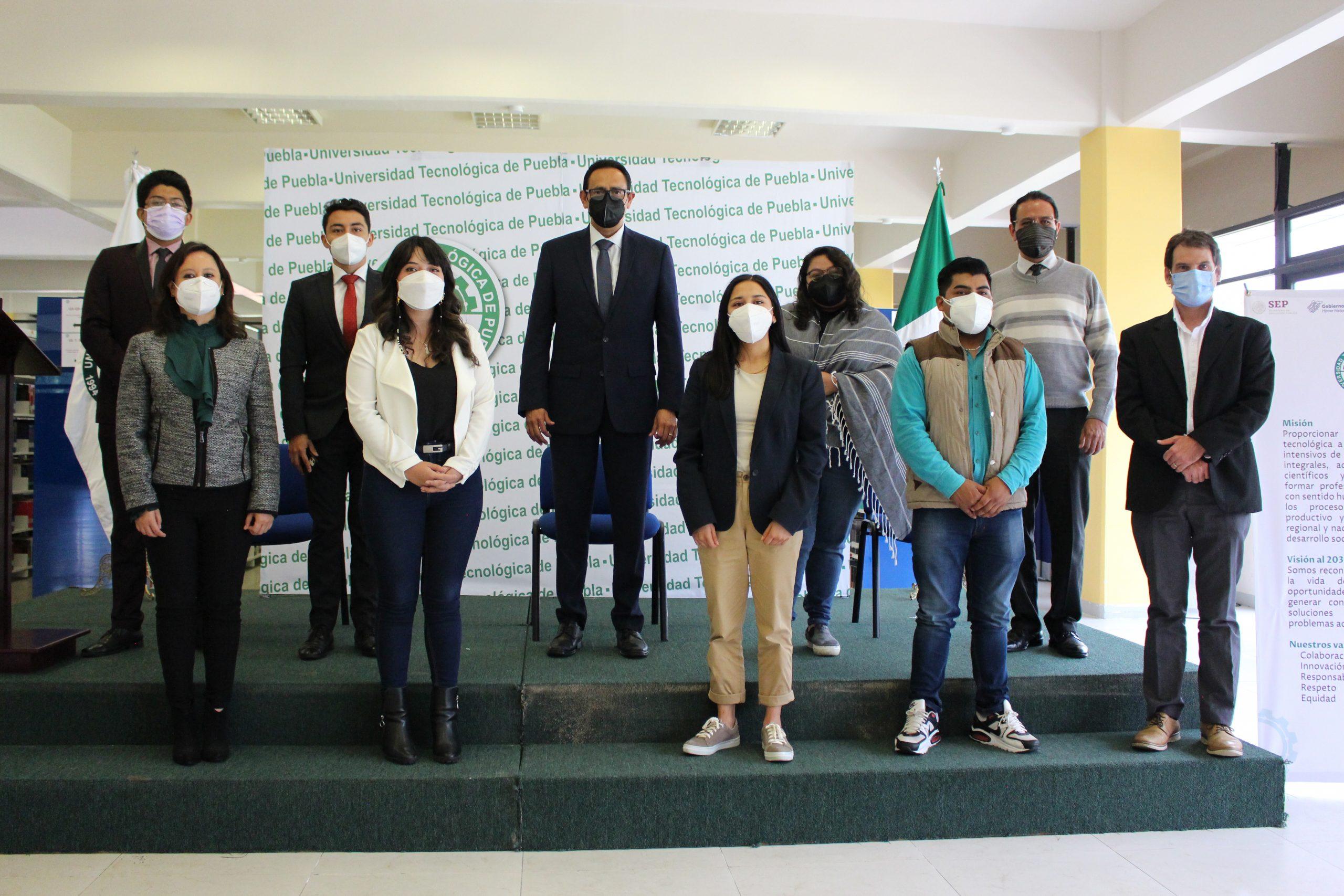 Estudiantes de la Tecnológica de Puebla se van becados a Francia