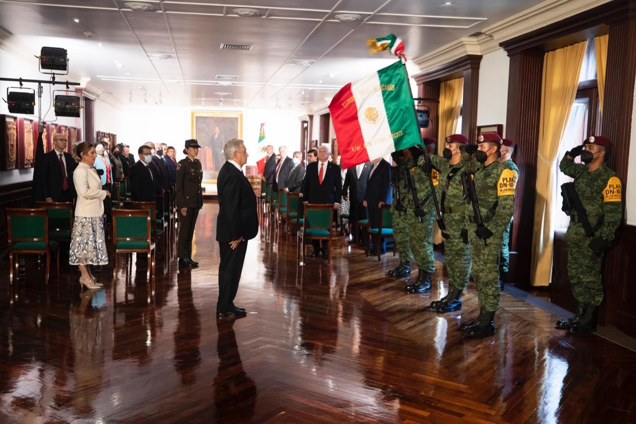 """AMLO destaca la honestidad de su gobierno con """"hechos, no palabras"""""""