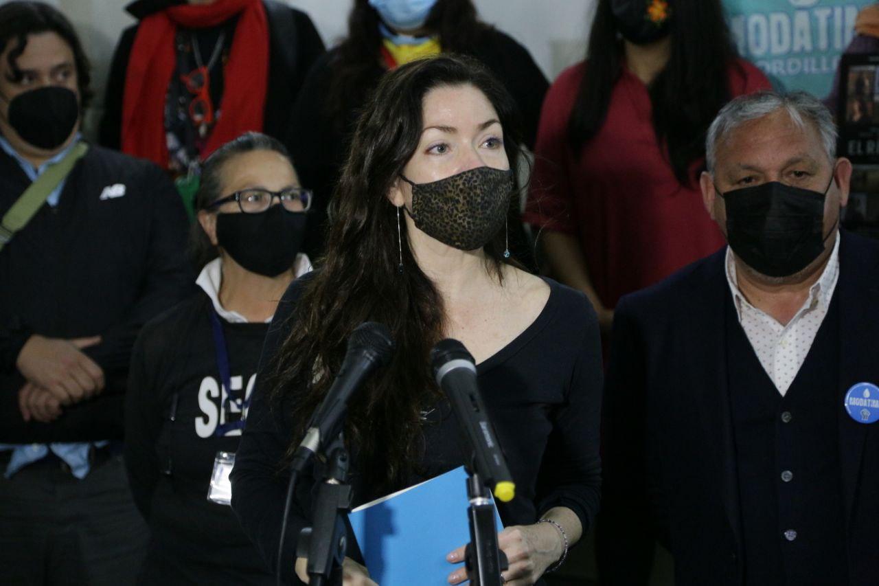 Con presencia de defensoras medioambientales se estrenó el documental «El Río Sueña» en Valparaíso