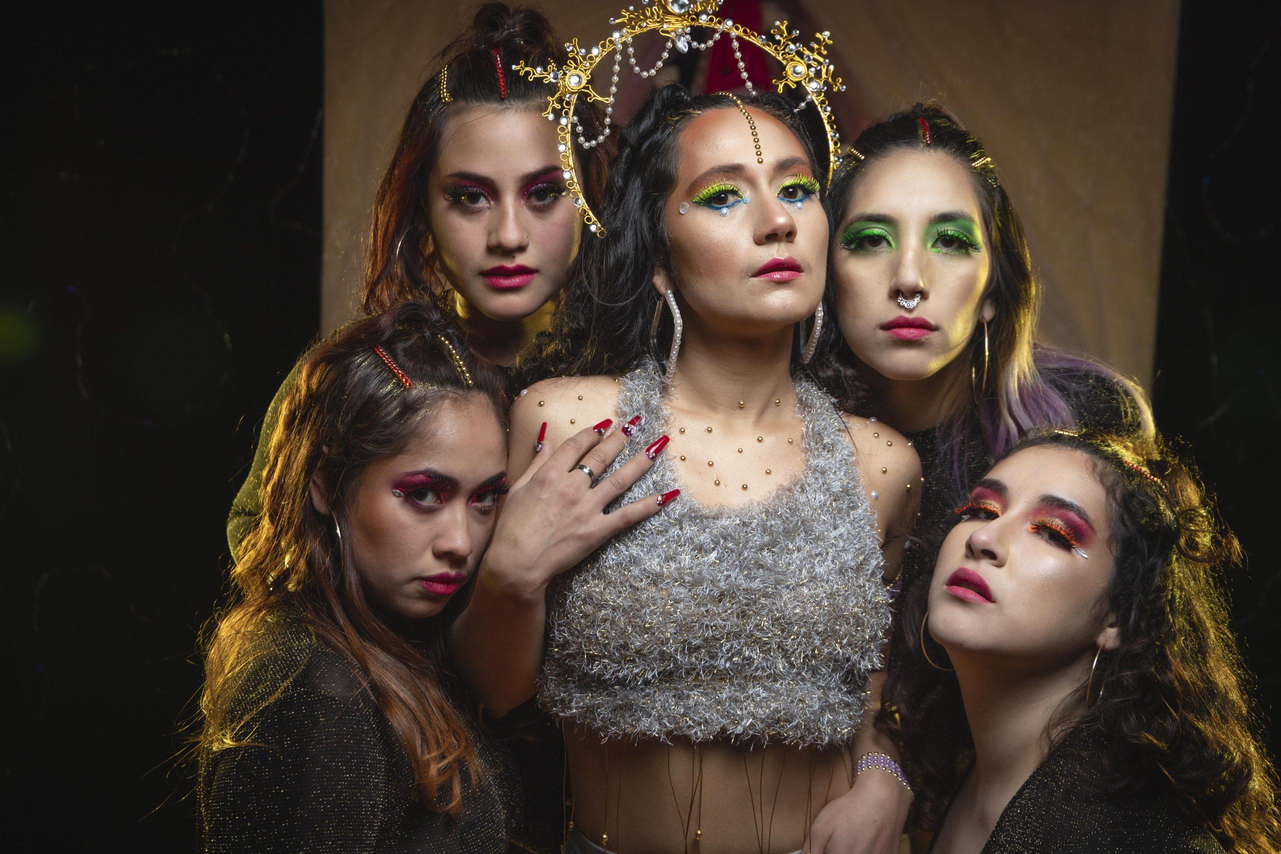 El feminismo isleño se toma calles, puertos e iglesias de Chiloé en el vibrante nuevo videoclip de Carolina Vivart