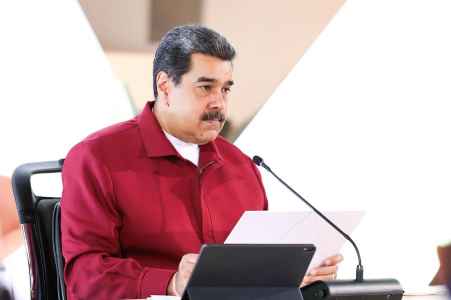 Maduro denuncia guerra contra servicios públicos de su país promovida por Duque