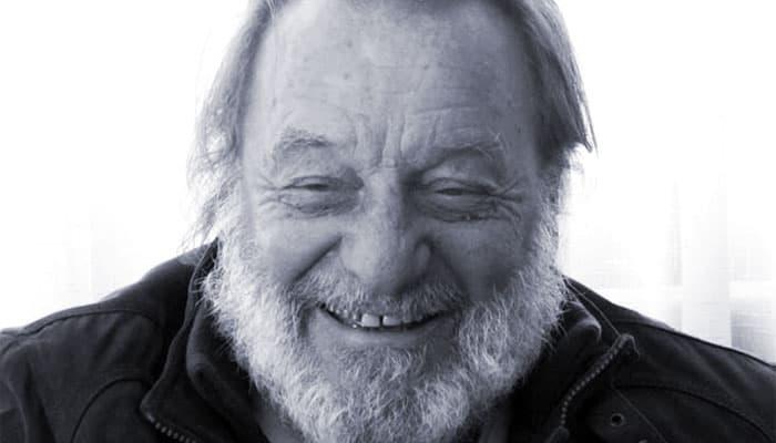 «Adiós amigo»: Profundas muestras de cariño y admiración en todo Chile tras partida de Patricio Manns