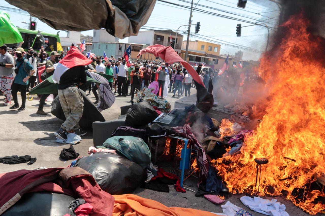 «El peor manejo migratorio de los últimos años»: Gobernador de Tarapacá critica al Gobierno por desalojo de migrantes en Iquique