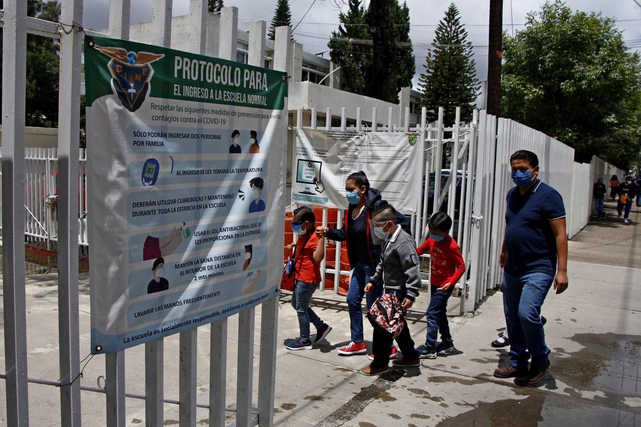 Se acumulan más de 30 amparos en Puebla para que menores de edad puedan recibir la vacuna contra la COVID-19