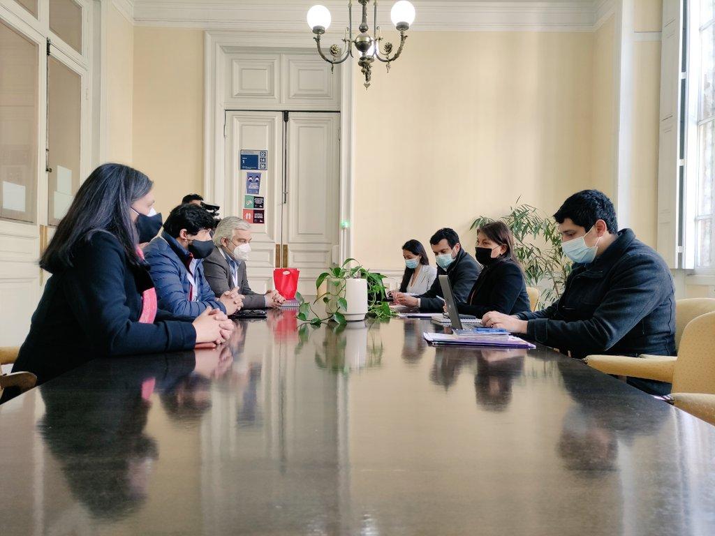 CUT entregó propuesta constituyente del mundo sindical a presidenta de la Convención