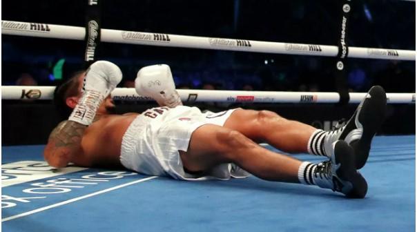 (Video) Boxeador dominicano convulsiona en pleno ring tras ser noqueado
