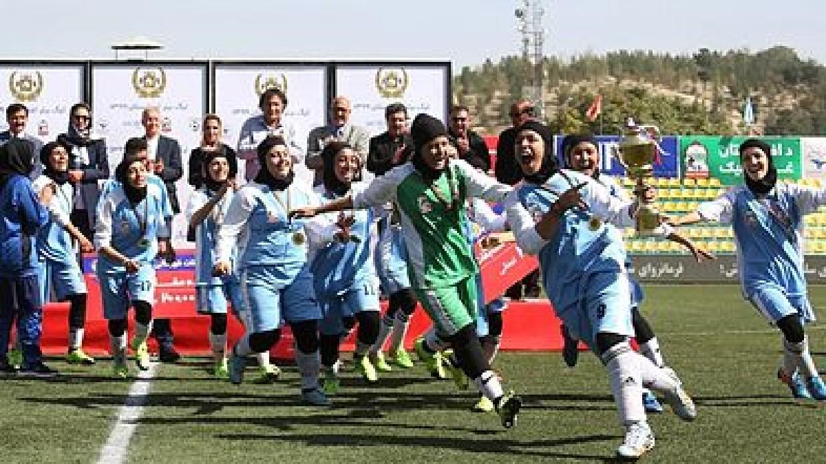 Talibanes prohíben a las mujeres jugar deportes en Afganistán