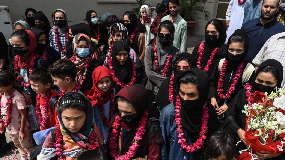 Selección femenina de fútbol huye de Afganistán