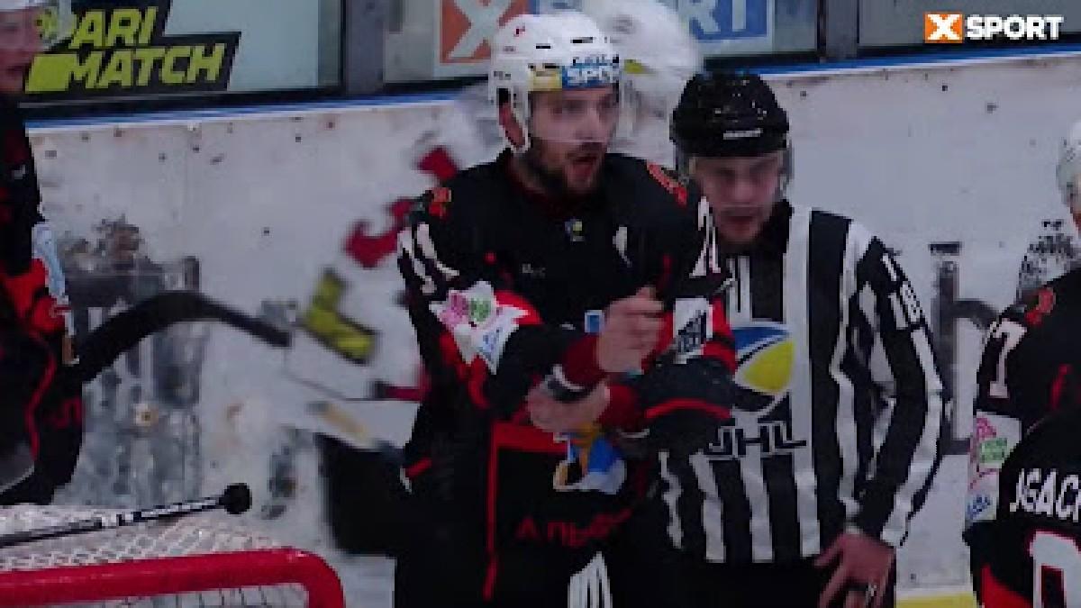 (Video) Jugador de hockey ucraniano es sancionado por gesto racista contra otro competidor