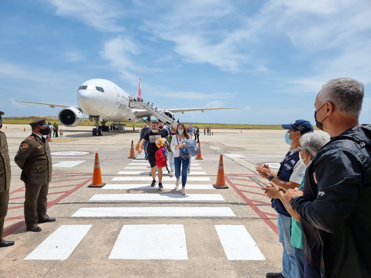 Llegan otros 440 turistas rusos a la isla venezolana de Margarita