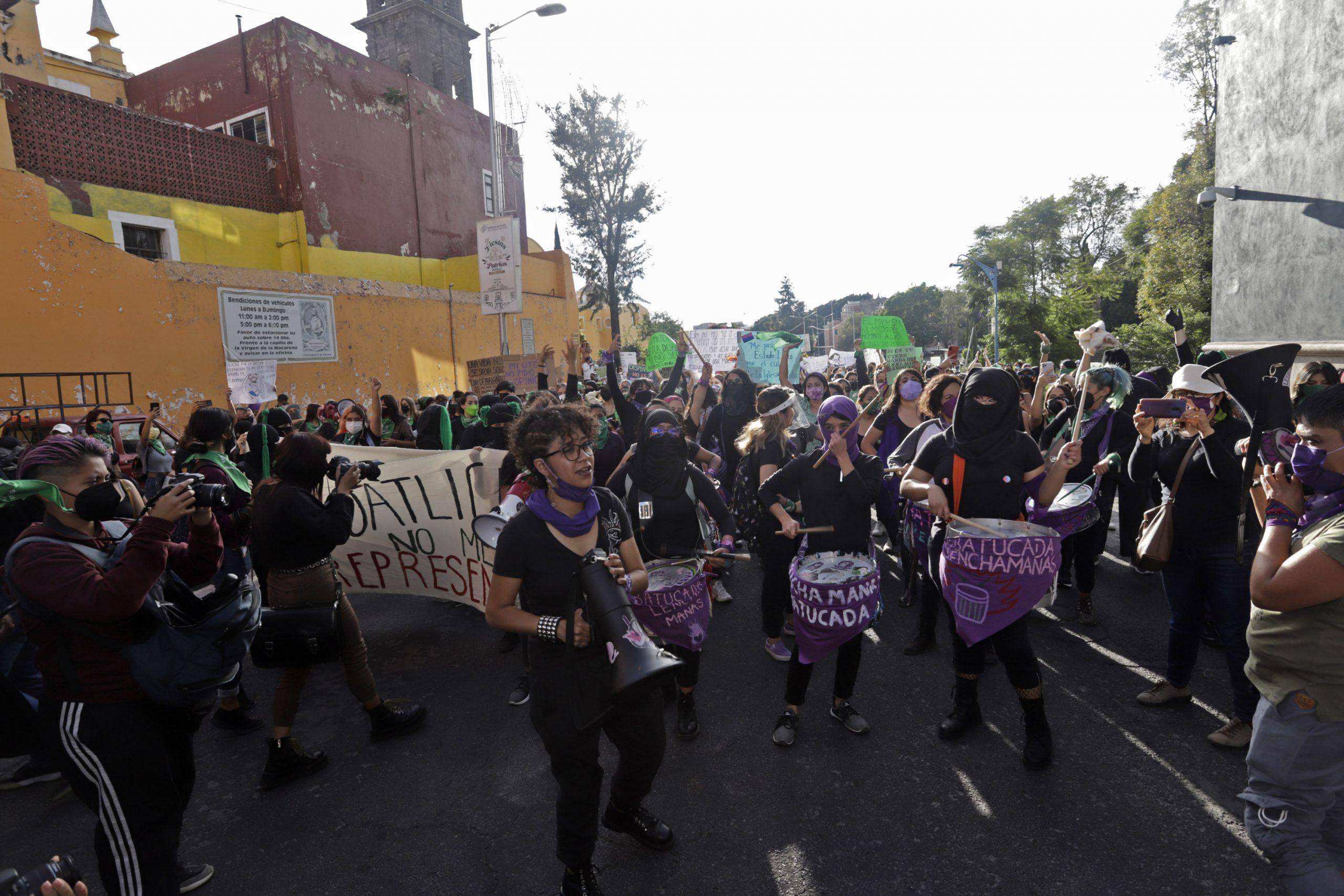 Poblanas marchan por un aborto seguro y legal en Día de Acción Global
