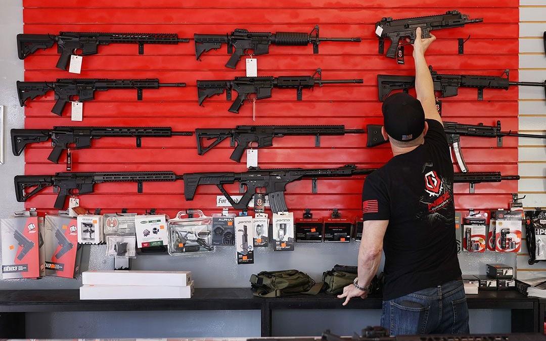 Aplazan a 2022 demanda de México contra empresas de armas en EU