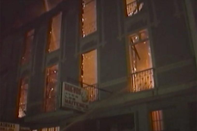 A 28 años del incendio de la discoteca Divine en Valparaíso: Recuerdan a las 16 víctimas y piden a ex dueños pedir perdón por levantar «el falso mito de un atentando homofóbico»