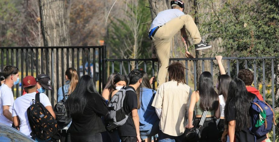 """Llaman a asistentes de """"Interfonda""""en Parque Padre Hurtado a que se testeen por caso covid"""