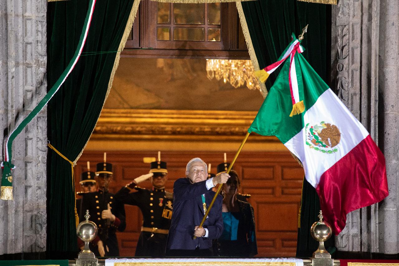 Grita y celebra AMLO 211 años de la Independencia de México