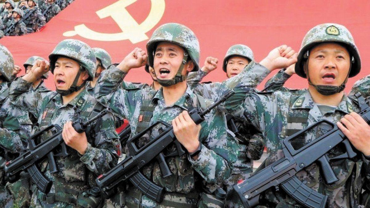 Activan ejercicios militares en China por el paso de un destructor de EEUU cerca de Taiwán