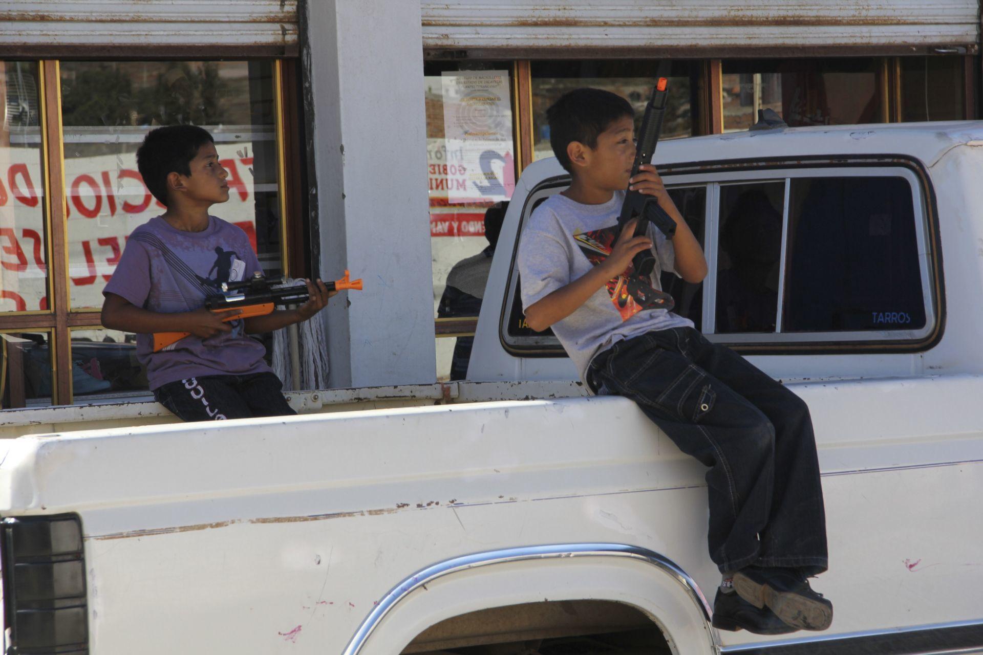 ONG alerta por más de 30 mil niños mexicanos reclutados por el narcotráfico