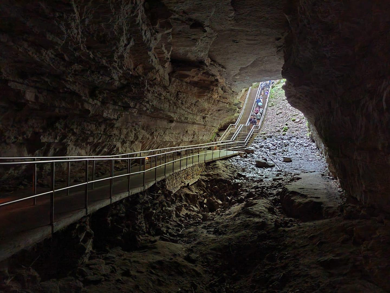 Hallan nuevos pasadizos en el sistema de cuevas más extenso del mundo